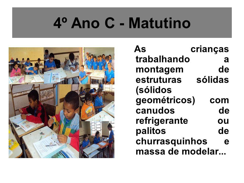 4º Ano C - Matutino As crianças trabalhando a montagem de estruturas sólidas (sólidos geométricos) com canudos de refrigerante ou palitos de churrasqu