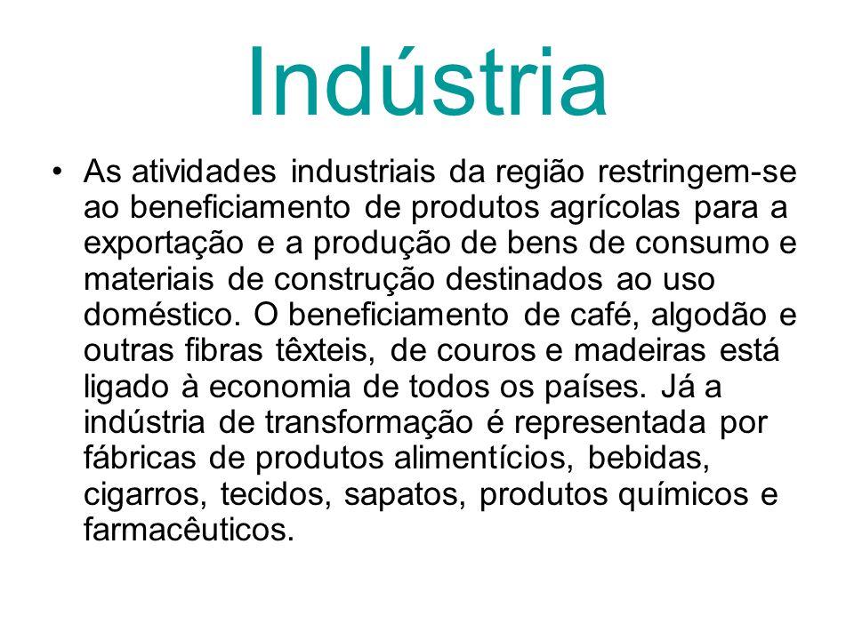 Indústria As atividades industriais da região restringem-se ao beneficiamento de produtos agrícolas para a exportação e a produção de bens de consumo