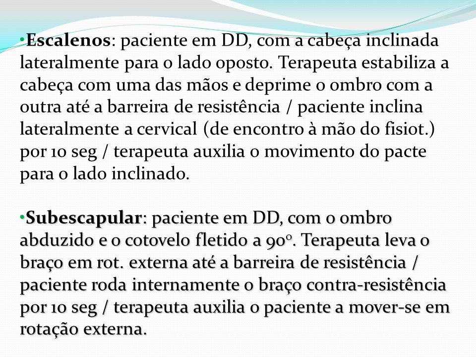 Escalenos: paciente em DD, com a cabeça inclinada lateralmente para o lado oposto. Terapeuta estabiliza a cabeça com uma das mãos e deprime o ombro co