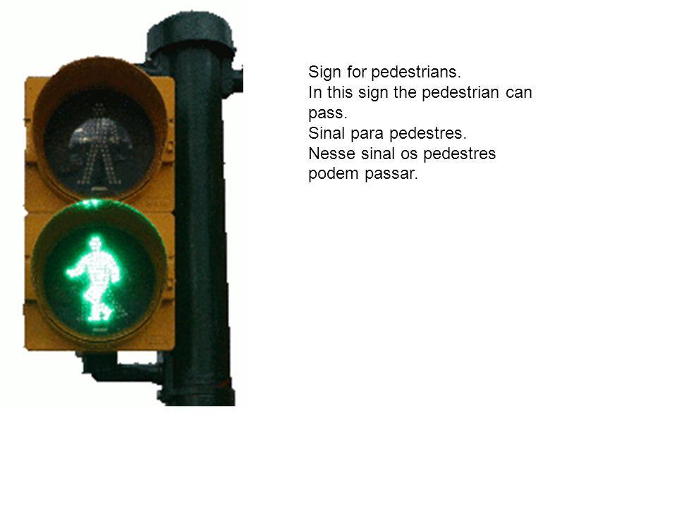 Sign for pedestrians. In this sign the pedestrian can pass. Sinal para pedestres. Nesse sinal os pedestres podem passar.