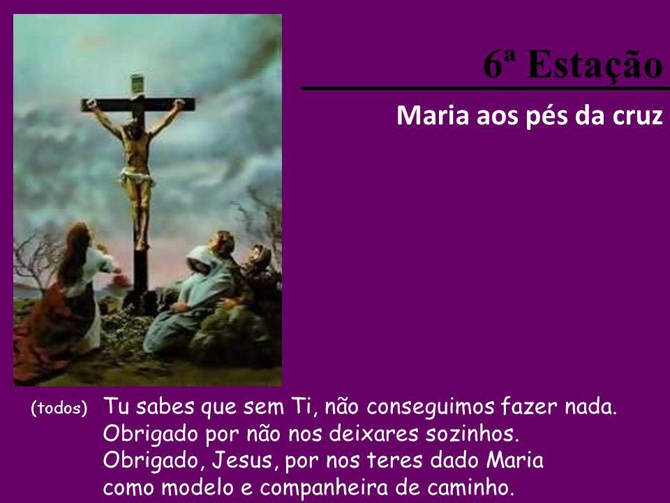 5ª Estação Jesus é despido e pregado na cruz (todos) Senhor Jesus, não é fácil amar como Tu nos ensinaste. Ajuda-nos a viver como teus discípulos.