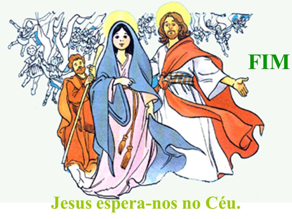 Os Apóstolos cumpriram o mandato de Jesus e baptizaram em nome do Pai, do Filho e do Espírito Santo todos os que acreditaram.