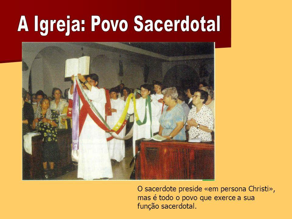 O sacerdote preside «em persona Christi», mas é todo o povo que exerce a sua função sacerdotal.