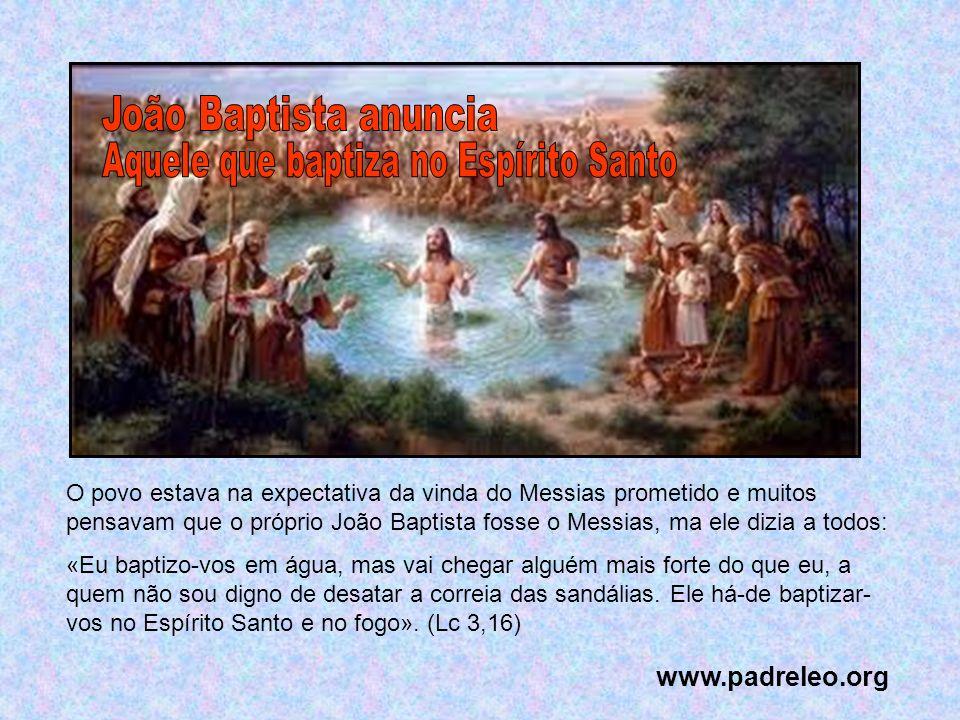 Jesus, antes de baptizar a humanidade, pela água e pelo Espírito Santo, Ele mesmo quer receber esse Baptismo.
