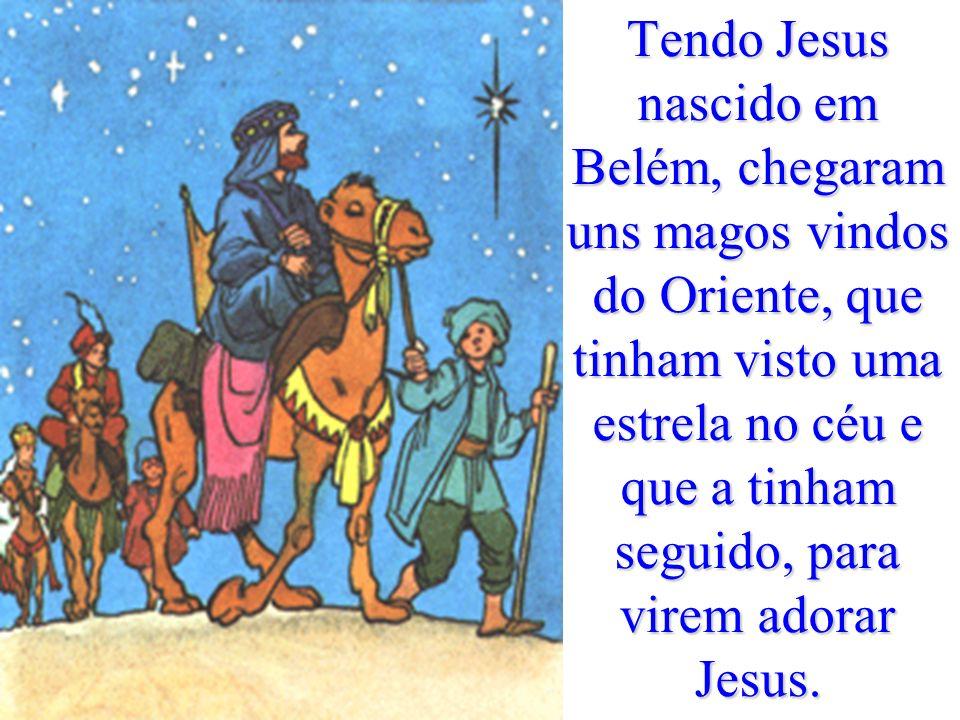 Os pastores foram apressadamente e encontraram Maria, José e o menino deitado na manjedoura. Depois, contaram a todos a maravilha que tinham visto.