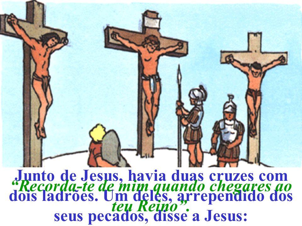 Junto de Jesus, havia duas cruzes com dois ladrões.