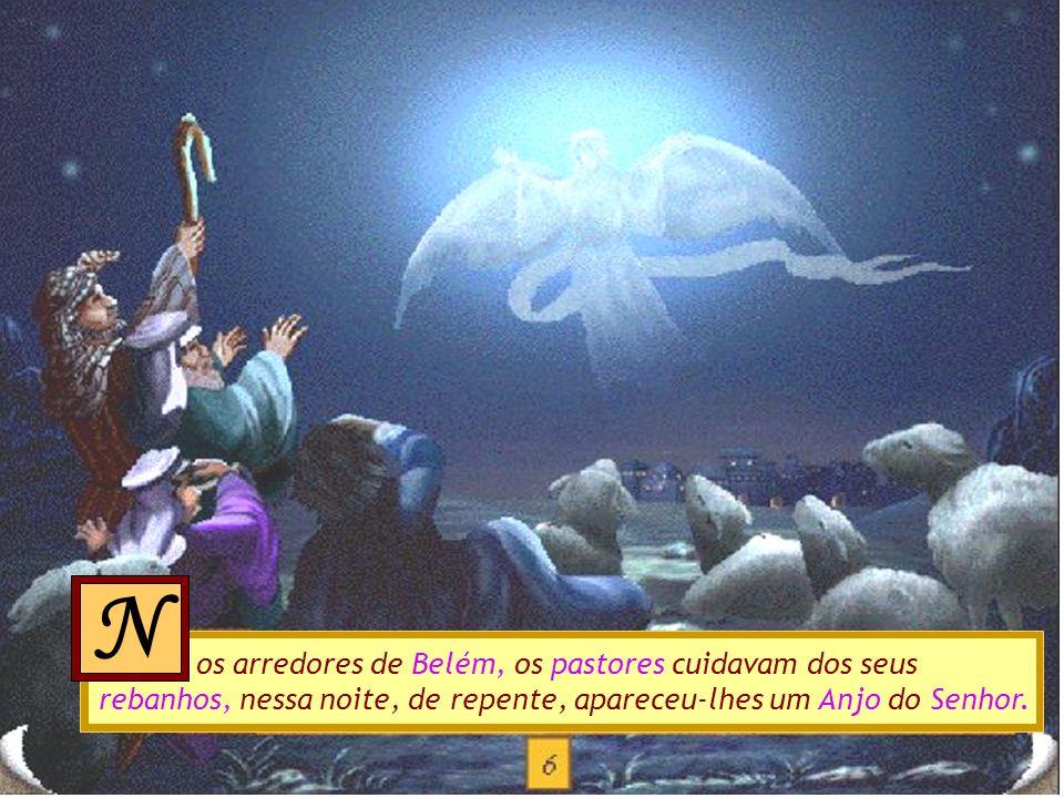 aria e José encontraram um estábulo quente e seco. Nessa noite, Maria deu à luz um menino, a quem chamou Jesus. Envolveu-o em panos e colocou-o numa m