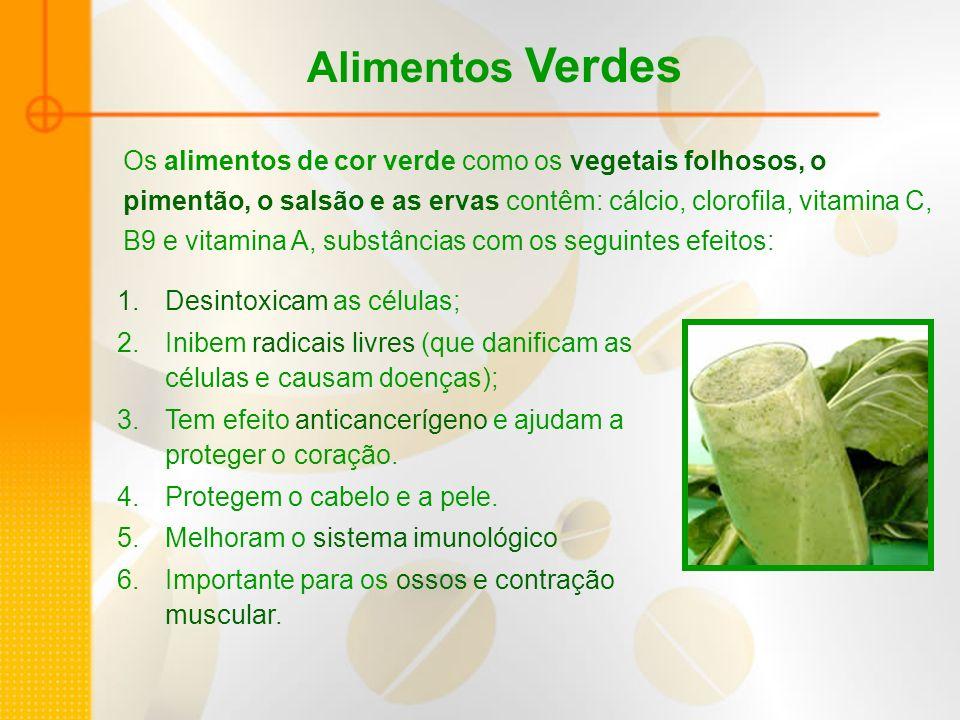 Alimentos Verdes Os alimentos de cor verde como os vegetais folhosos, o pimentão, o salsão e as ervas contêm: cálcio, clorofila, vitamina C, B9 e vita