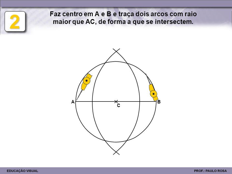 AB E D 3 C Traça uma linha pelos pontos de intersecção definindo uma perpendicular ao diâmetro AB.
