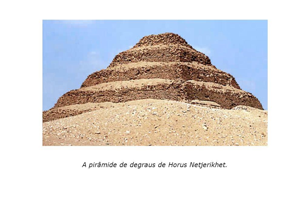 A pirâmide de degraus de Horus Netjerikhet.