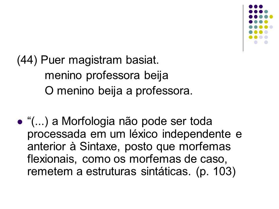 (44) Puer magistram basiat.menino professora beija O menino beija a professora.