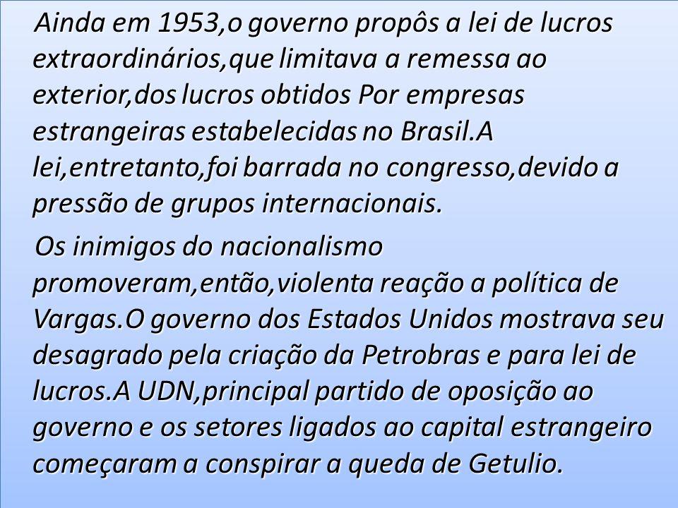 Trabalhismo Paralelamente ao nacionalismo, Getúlio desenvolveu uma política de aproximação com os trabalhadores das cidades.