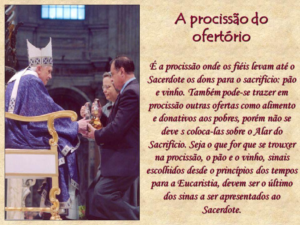 A procissão do ofertório É a procissão onde os fiéis levam até o Sacerdote os dons para o sacrifício: pão e vinho. Também pode-se trazer em procissão