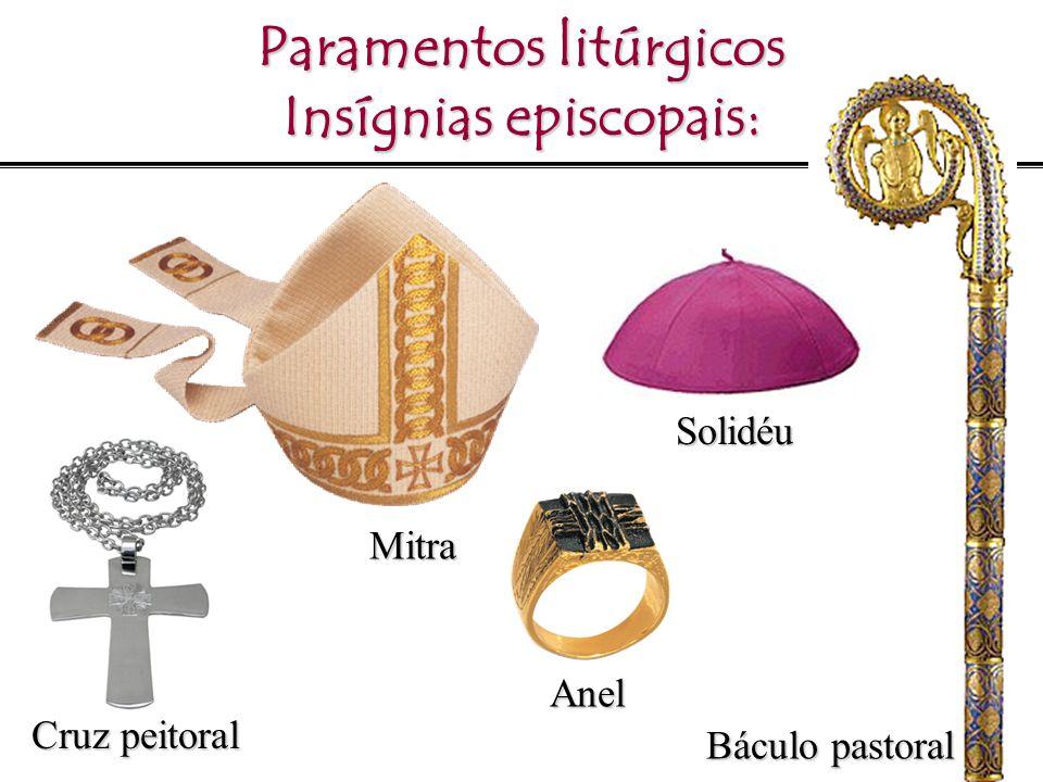 Paramentos litúrgicos Insígnias episcopais: Solidéu Báculo pastoral Anel Mitra Cruz peitoral