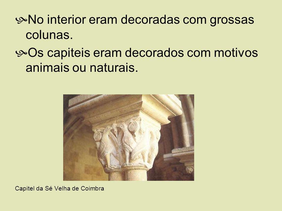 No interior eram decoradas com grossas colunas. Os capiteis eram decorados com motivos animais ou naturais. Capitel da Sé Velha de Coimbra