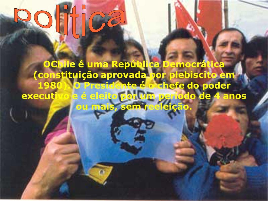 OChile é uma República Democrática (constituição aprovada por plebiscito em 1980). O Presidente é o chefe do poder executivo e é eleito por um período