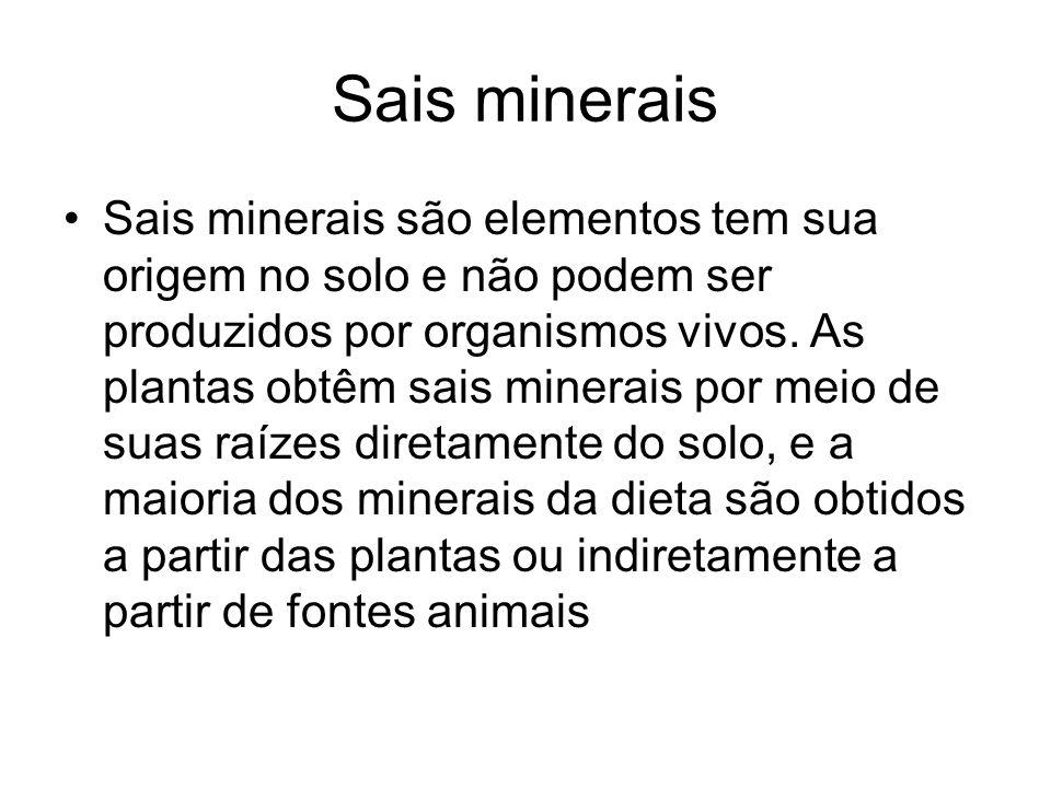 Sais minerais Sais minerais são elementos tem sua origem no solo e não podem ser produzidos por organismos vivos. As plantas obtêm sais minerais por m