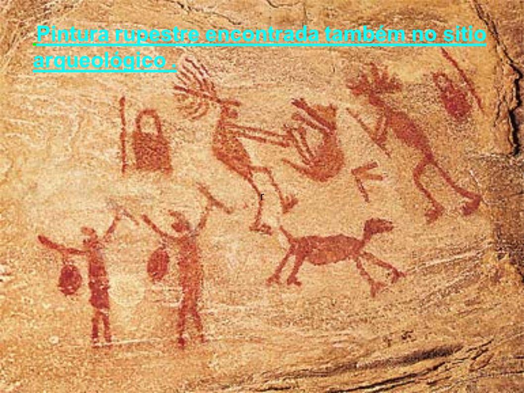 r Pintura rupestre encontrada também no sitio arqueológico.