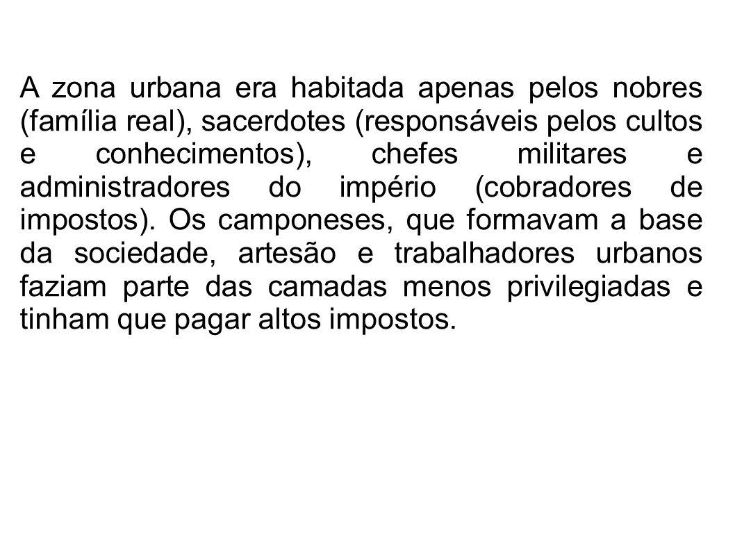 A zona urbana era habitada apenas pelos nobres (família real), sacerdotes (responsáveis pelos cultos e conhecimentos), chefes militares e administrado