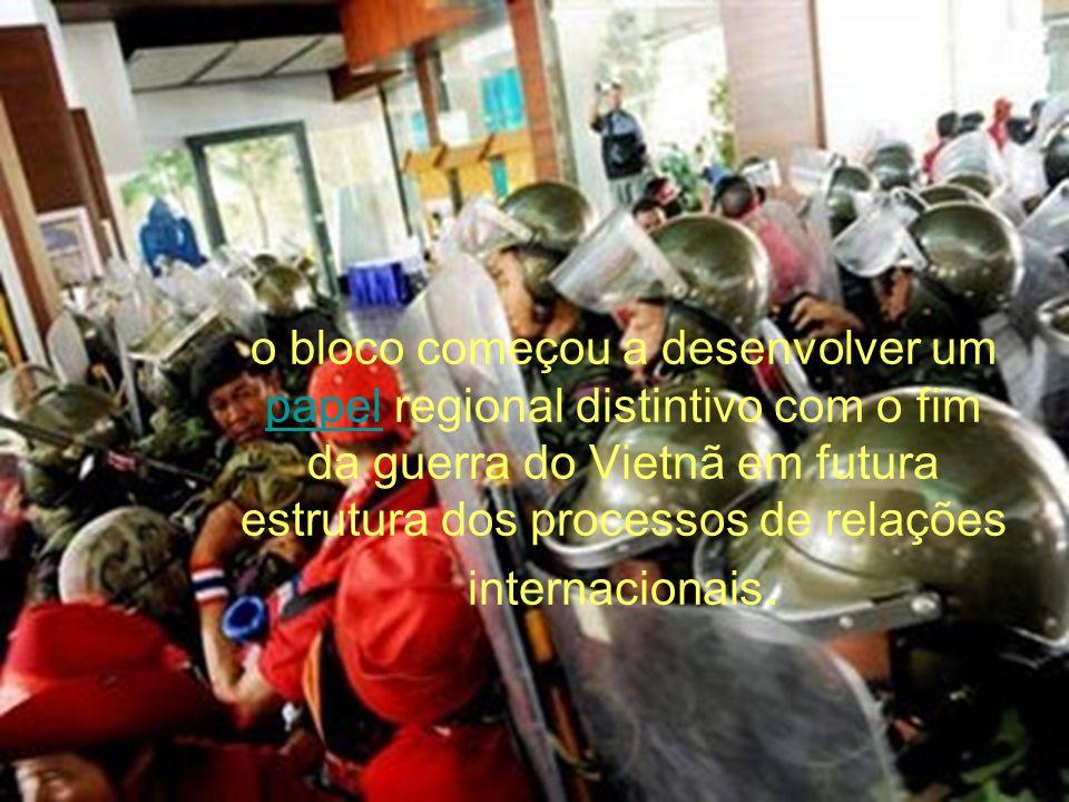o bloco começou a desenvolver um papel regional distintivo com o fim da guerra do Vietnã em futura estrutura dos processos de relações internacionais.
