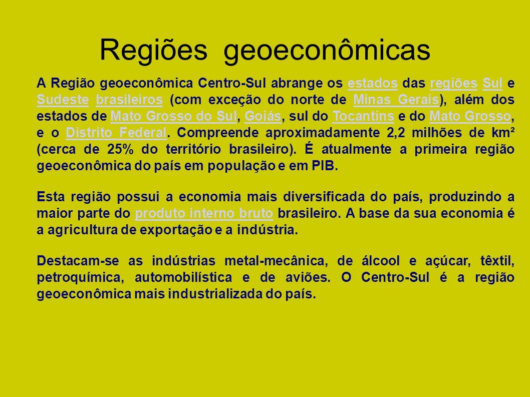 A Região geoeconômica da Amazônia ou Complexo regional Amazônico compreende todos os estados da região Norte do Brasil (com exceção do extremo sul do Tocantins), praticamente todo o Mato Grosso e o oeste do Maranhão, numa área de aproximadamente 5,1 milhões de quilômetros quadrados (cerca de 60% do território do país) distribuído em nove estados, constituindo-se na região geoconômica menos populosa.região Norte do BrasilTocantinsMato Grosso Maranhãoquilômetros quadrados REGIÃO DO GEOECONÔMICA DO BRASIL