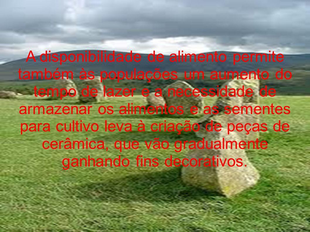 Surge também o comércio, o dinheiro, que facilita a troca de materiais, e que era, na época, representado por sementes.