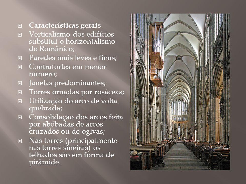 Edificações góticas autênticas não existem no Brasil, mas o revivalismo neogótico popularizou-se a partir do reinado de D.