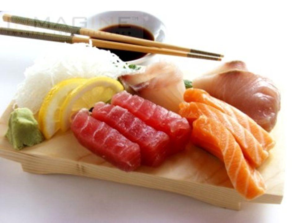 o sachimi consiste normalmente em peixes ou frutos do mar crus, que são devidamente cortados, e afundados em molho de soja, alias o molho de soja, chamado de shō-yu, é muito usado na cozinha japonesa.mar