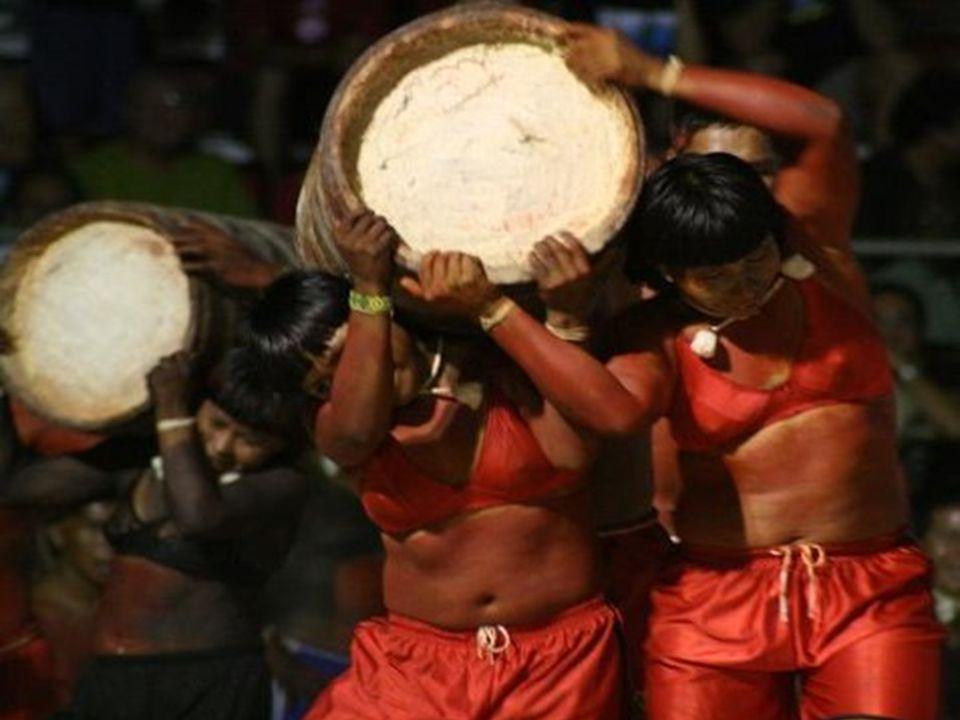 Para os Xavantes não existe contradição entre absorver elementos estrangeiros (como roupas, relógio, comida) e manter viva sua tradição.
