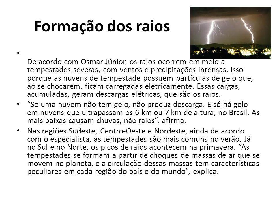 Formação dos raios De acordo com Osmar Júnior, os raios ocorrem em meio a tempestades severas, com ventos e precipitações intensas.