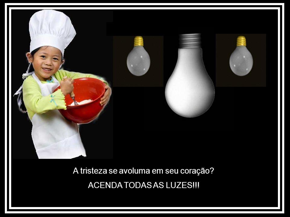 Todo mundo parece estar contra você FAÇA UMA TORTA CHEIA DE FRUTAS!