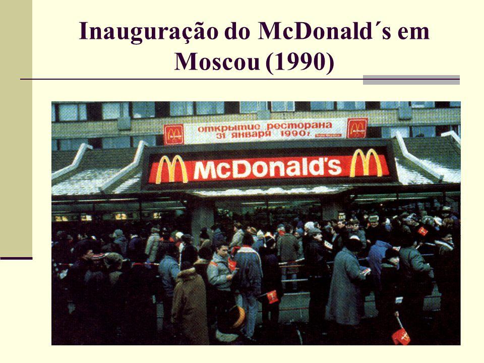 Inauguração do McDonald´s em Moscou (1990)