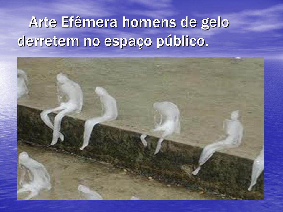 Arte Efêmera homens de gelo derretem no espaço público.
