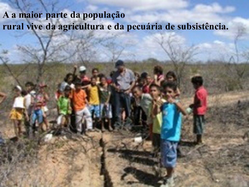 A a maior parte da população rural vive da agricultura e da pecuária de subsistência.