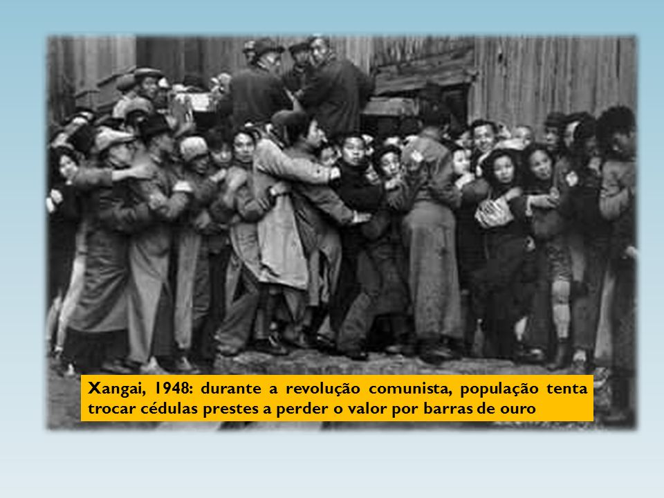 Ao mesmo tempo em que na França estourou a revolução, em 24 de fevereiro de 1848, Marx e Engels publicaram o folheto O Manifesto Comunista, primeiro esboço da teoria revolucionária que, mais tarde, seria chamada marxista.