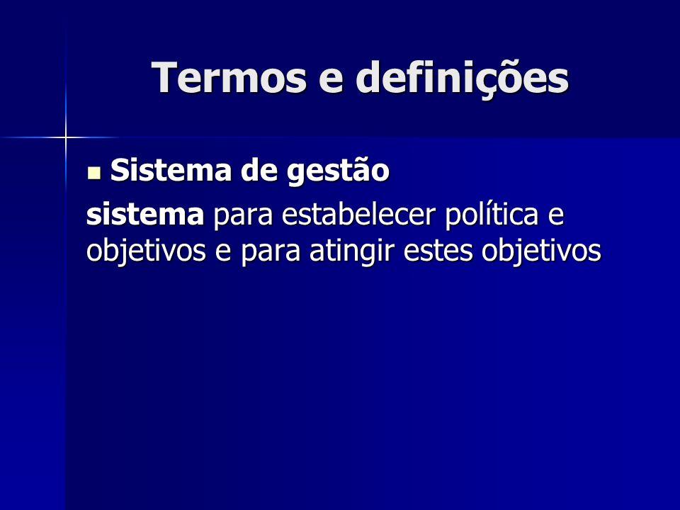 Termos e definições Sistema de gestão Sistema de gestão sistema para estabelecer política e objetivos e para atingir estes objetivos