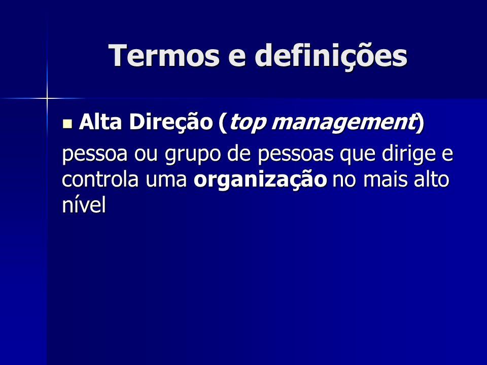 Termos e definições Alta Direção (top management) Alta Direção (top management) pessoa ou grupo de pessoas que dirige e controla uma organização no mais alto nível