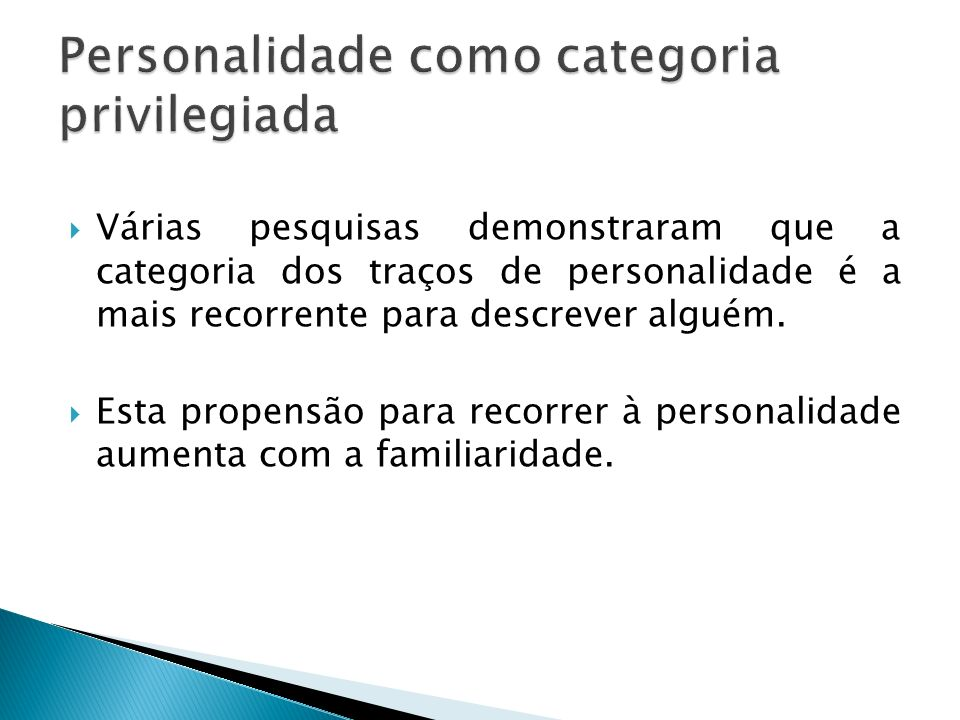 Várias pesquisas demonstraram que a categoria dos traços de personalidade é a mais recorrente para descrever alguém. Esta propensão para recorrer à pe