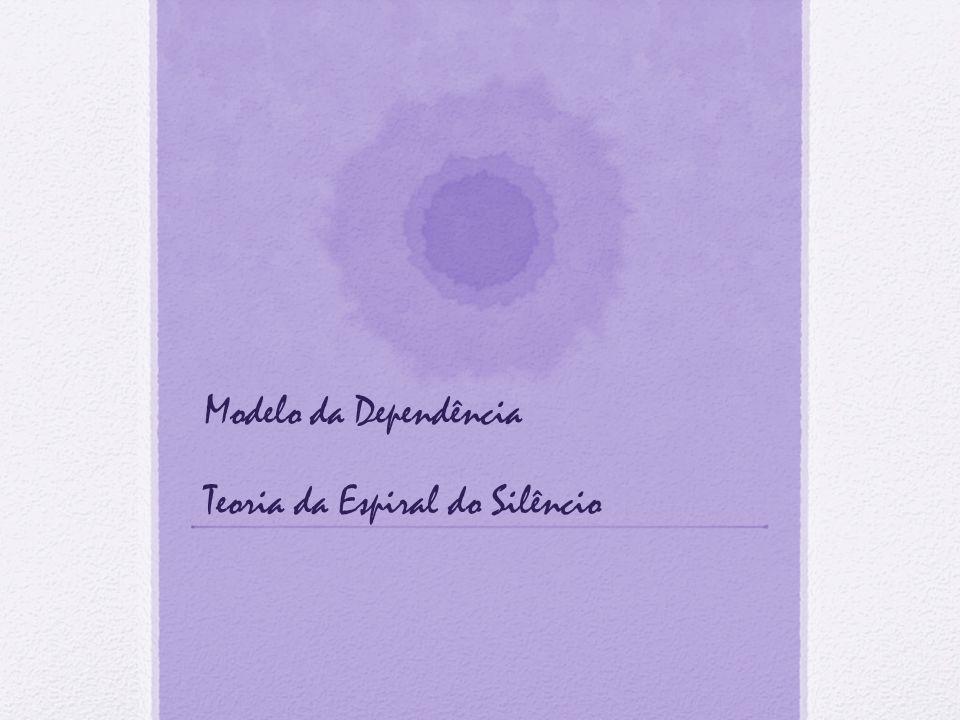 TEORIA DA ESPIRAL DO SILÊNCIO Noelle-Neumann defendeu que a formação das opiniões maioritárias é resultado das relações entre os media, a comunicação interpessoal e a percepção que cada sujeito concebe da sua opinião quando confrontada com a dos outros.