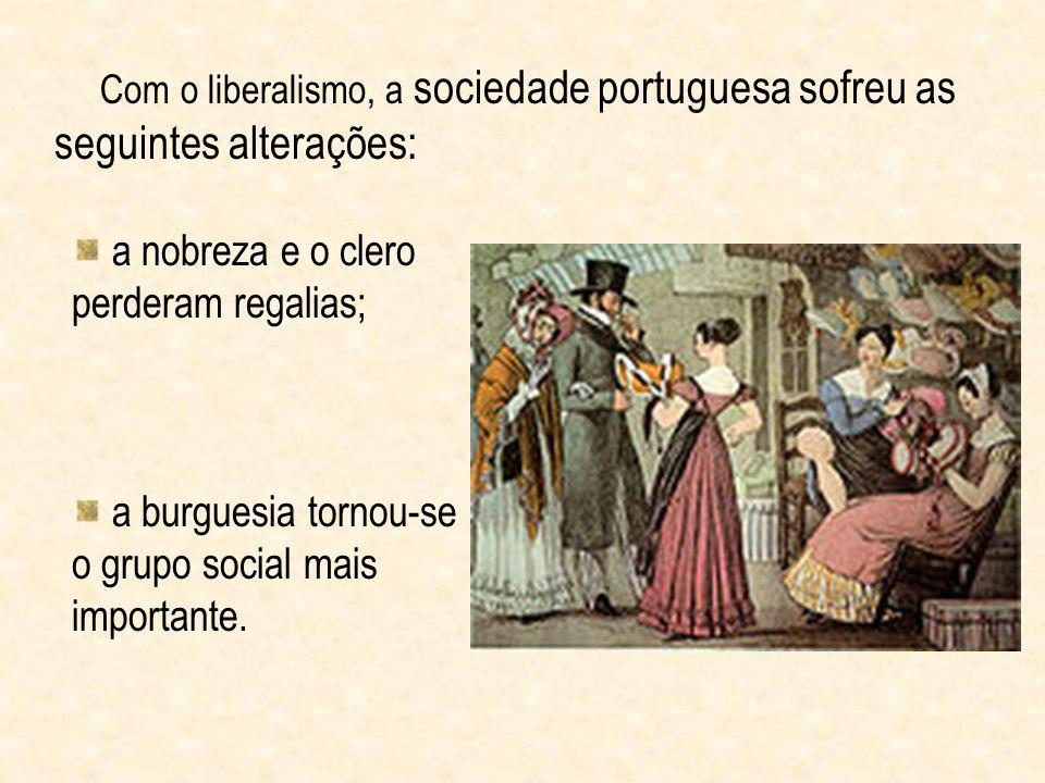 Com o liberalismo, a sociedade portuguesa sofreu as seguintes alterações: a nobreza e o clero perderam regalias; a burguesia tornou-se o grupo social