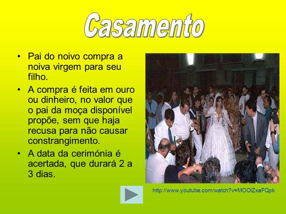 O casamento cigano dura 2 a 3 dias, sendo que no primeiro dia há mais pessoas.