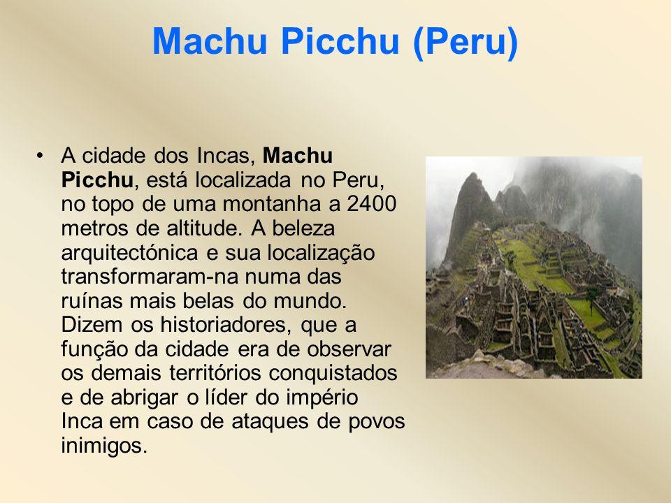 Machu Picchu (Peru) A cidade dos Incas, Machu Picchu, está localizada no Peru, no topo de uma montanha a 2400 metros de altitude. A beleza arquitectón