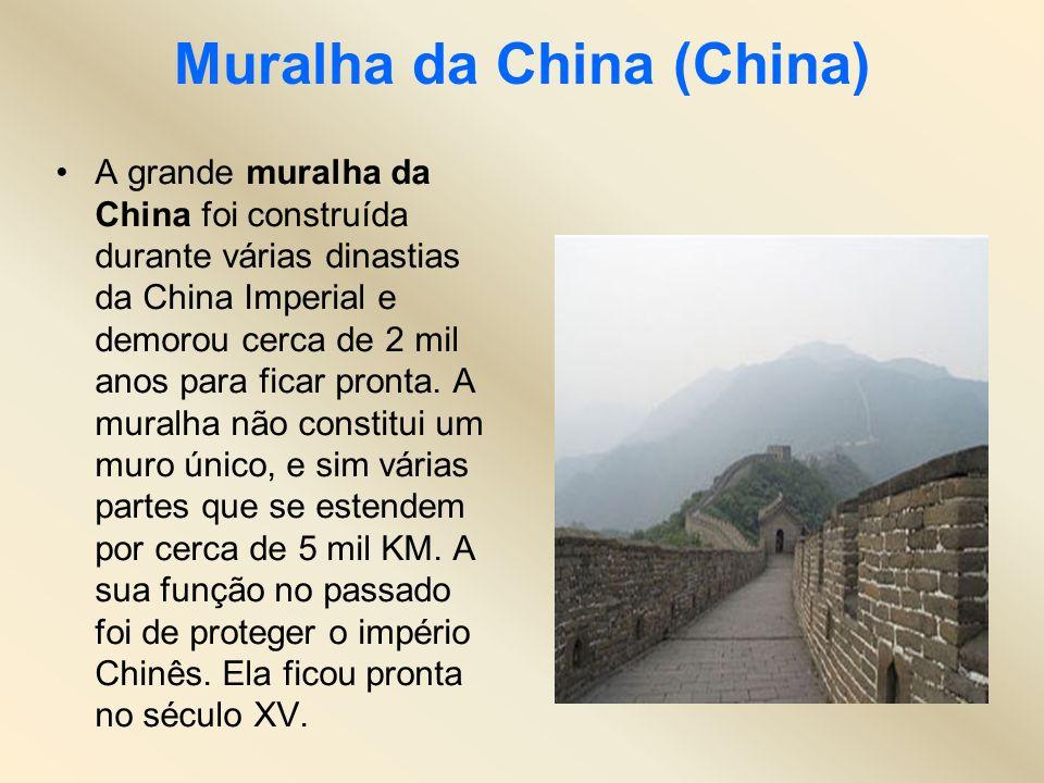 Muralha da China (China) A grande muralha da China foi construída durante várias dinastias da China Imperial e demorou cerca de 2 mil anos para ficar