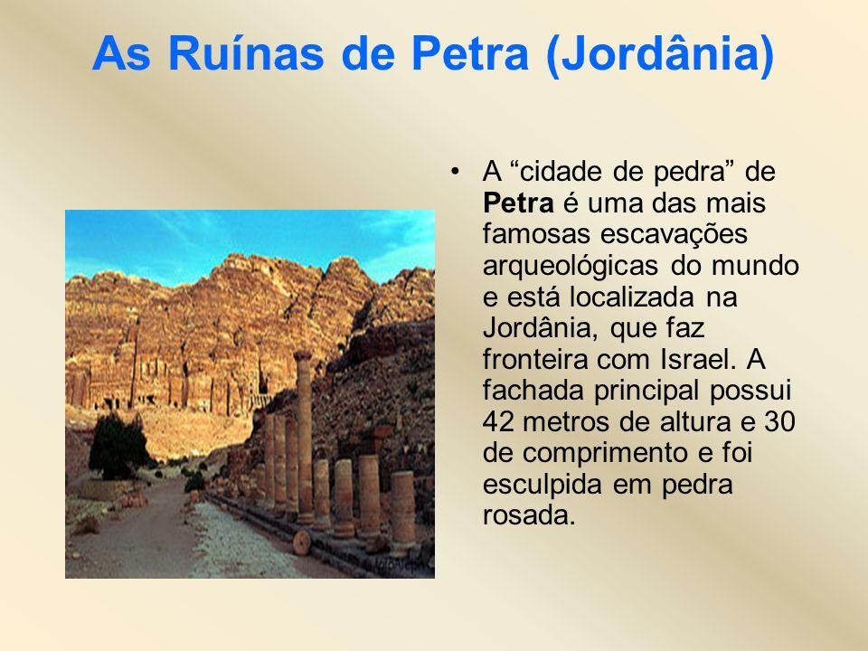 As Ruínas de Petra (Jordânia) A cidade de pedra de Petra é uma das mais famosas escavações arqueológicas do mundo e está localizada na Jordânia, que f