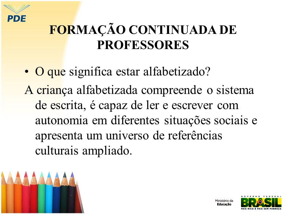 FORMAÇÃO CONTINUADA DE PROFESSORES O que significa estar alfabetizado? A criança alfabetizada compreende o sistema de escrita, é capaz de ler e escrev
