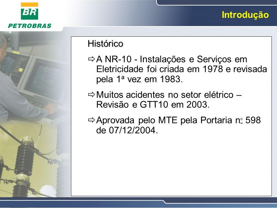 Introdução Histórico A NR-10 - Instalações e Serviços em Eletricidade foi criada em 1978 e revisada pela 1 a vez em 1983. Muitos acidentes no setor el
