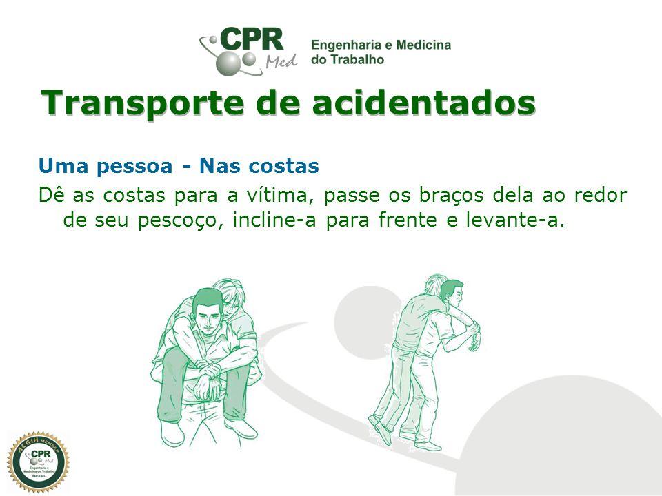 Transporte de acidentados Uma pessoa - Nas costas Dê as costas para a vítima, passe os braços dela ao redor de seu pescoço, incline-a para frente e le