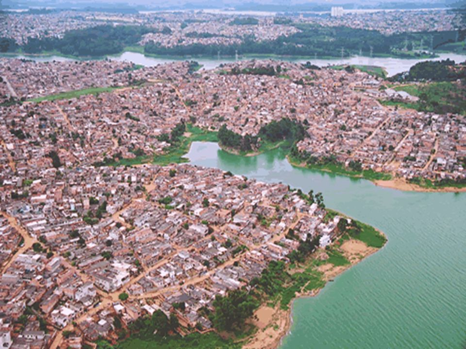 Origem da poluição urbana Durante décadas a poluição industrial foi a maior responsável pela péssima qualidade do ar nas grandes cidades.