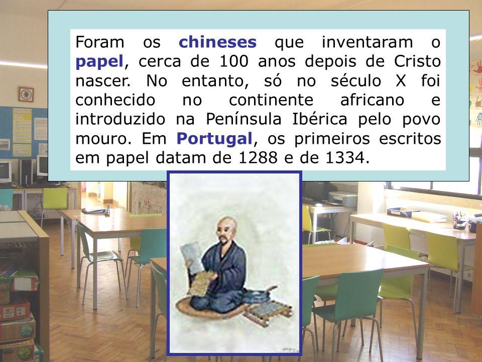 Foram os chineses que inventaram o papel, cerca de 100 anos depois de Cristo nascer. No entanto, só no século X foi conhecido no continente africano e