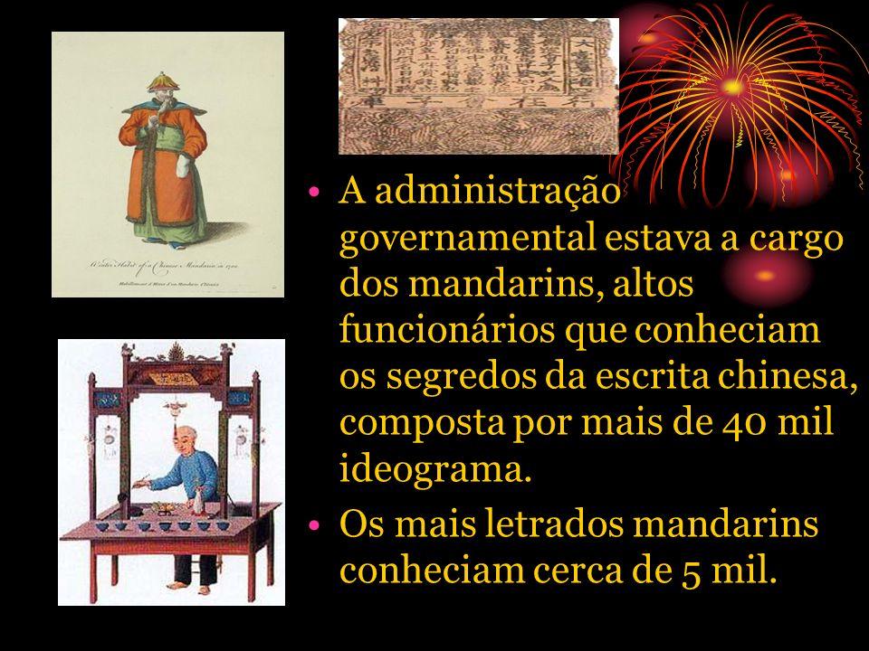 A administração governamental estava a cargo dos mandarins, altos funcionários que conheciam os segredos da escrita chinesa, composta por mais de 40 m